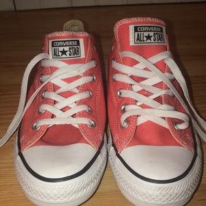 Women's Peach 🍑 Converse All Stars. Size 10.